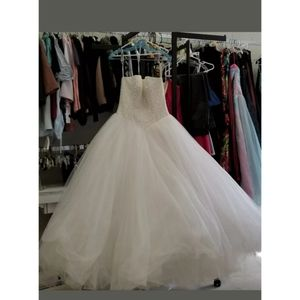 Size 4 Galina Wedding Ball gown with Pearl bodice